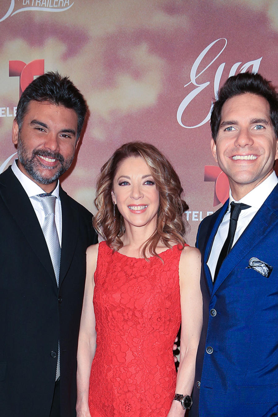 Jorge Luis Pila, Edith González y Arap Bethke en la alfombra roja de Eva La Trailera