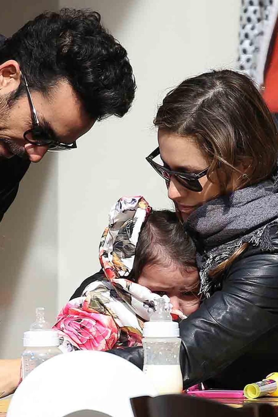 Aarón Díaz, Lola Ponce y sus hijas en Milán