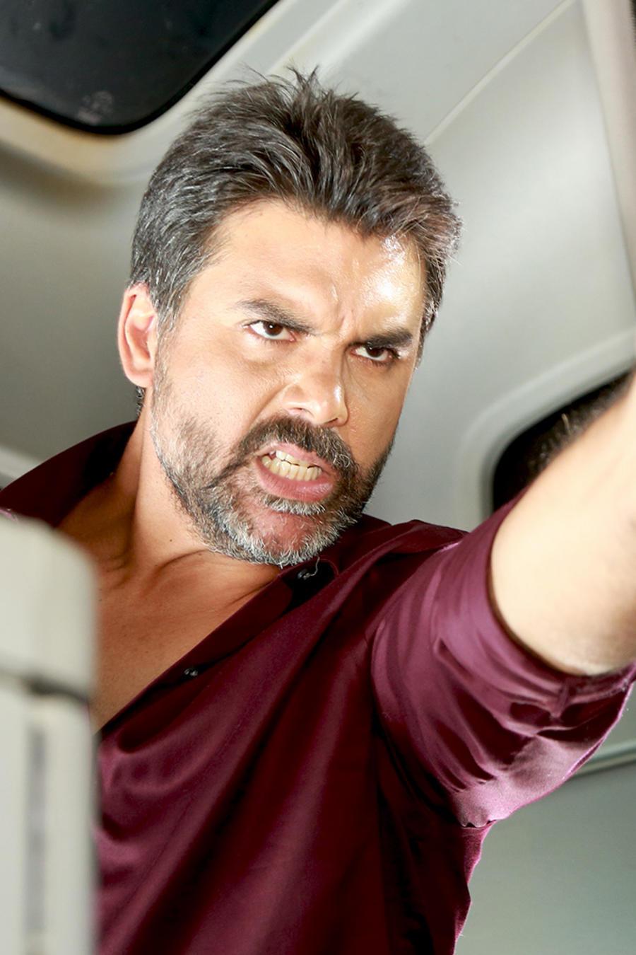 Jorge Luis Pila disparando en Eva La Trailera