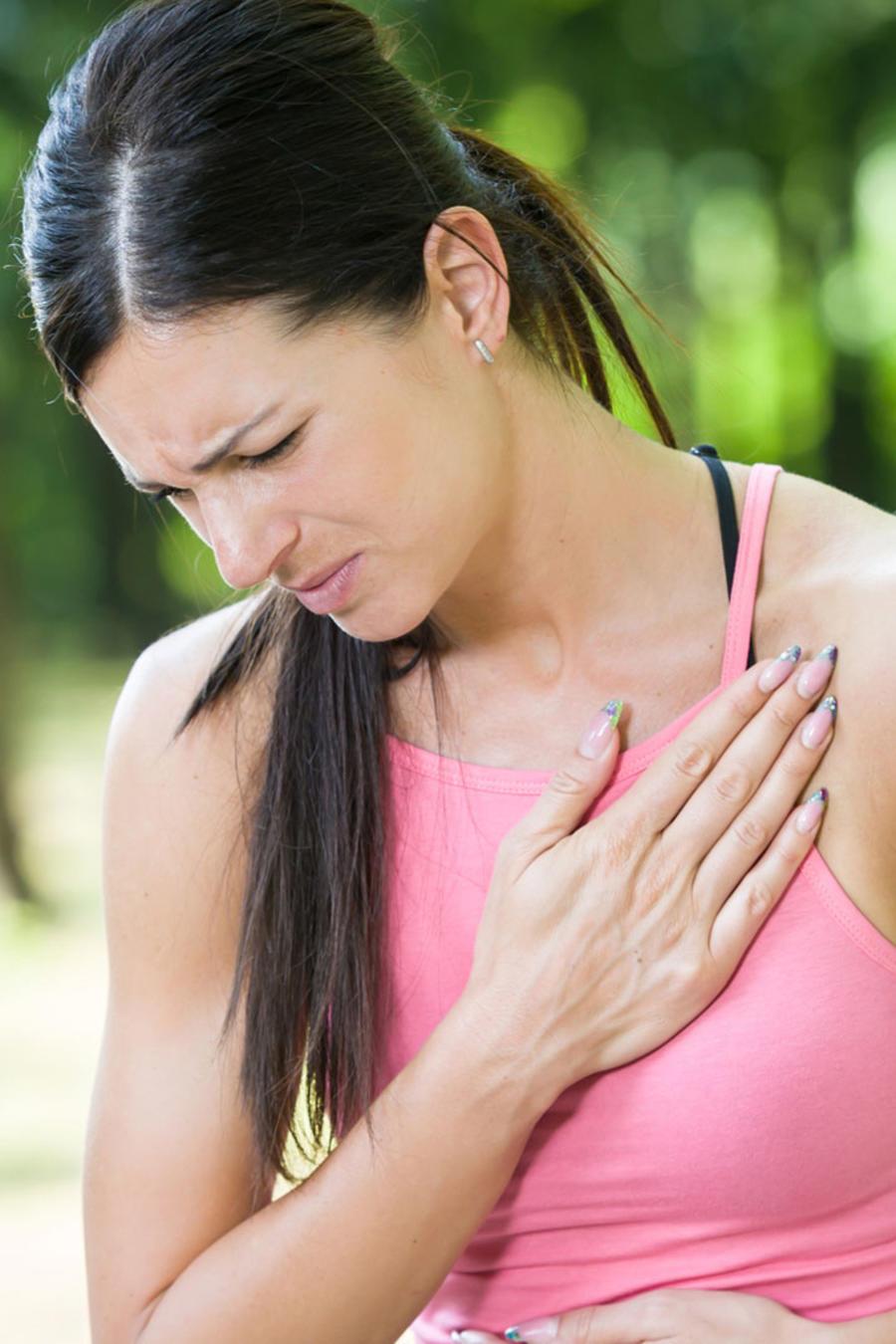 Mujer con problema cardíaco