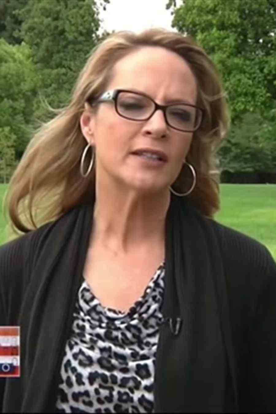 ... con arma de fuego en las manos enfrentan cargos (VIDEO) | Telemundo