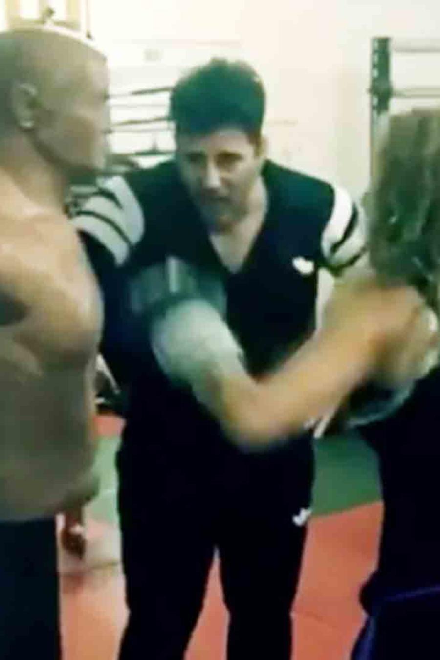 Paulina Rubio boxeando