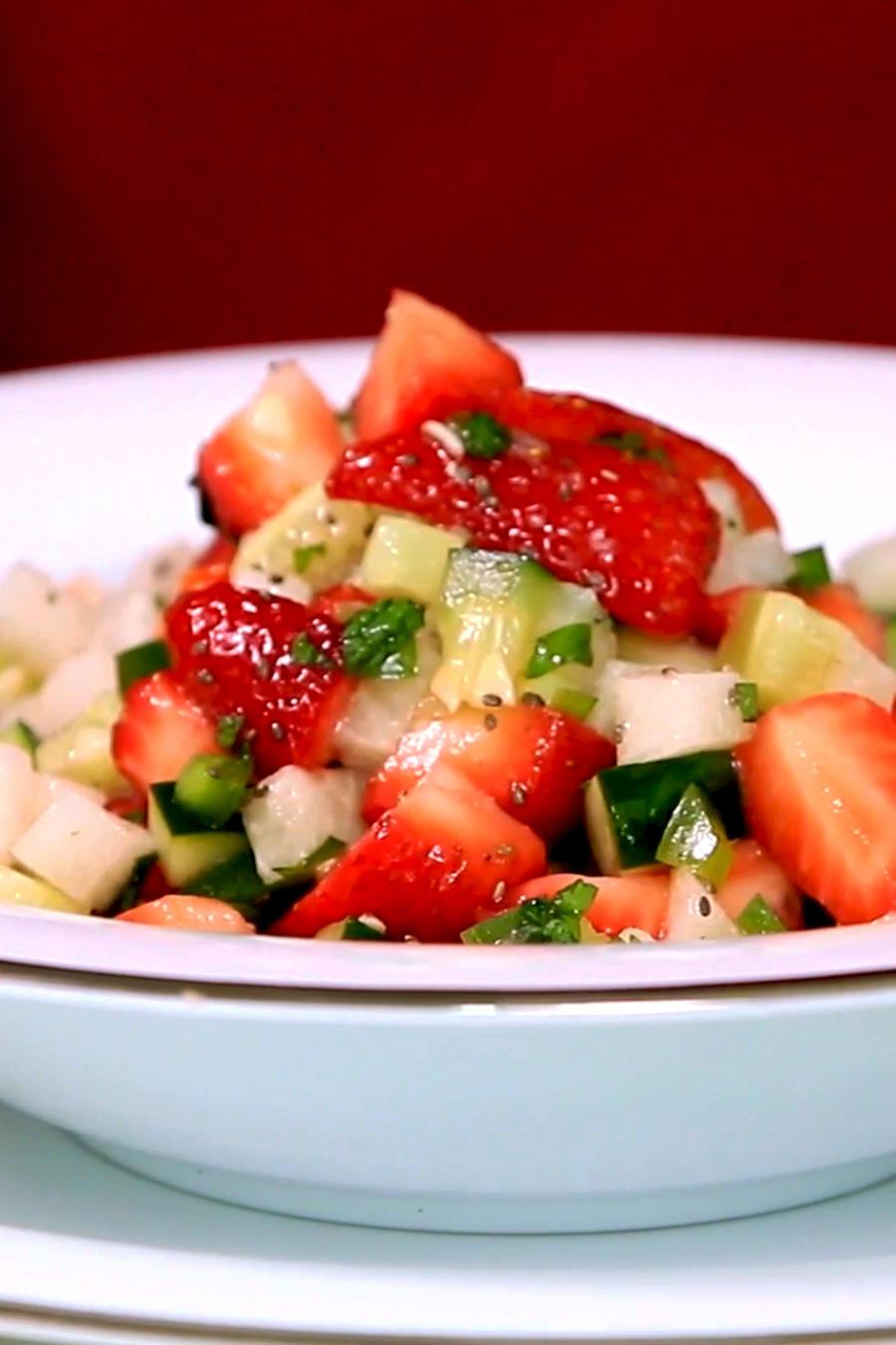 Receta: ensalada de pepino, fresa y jícama
