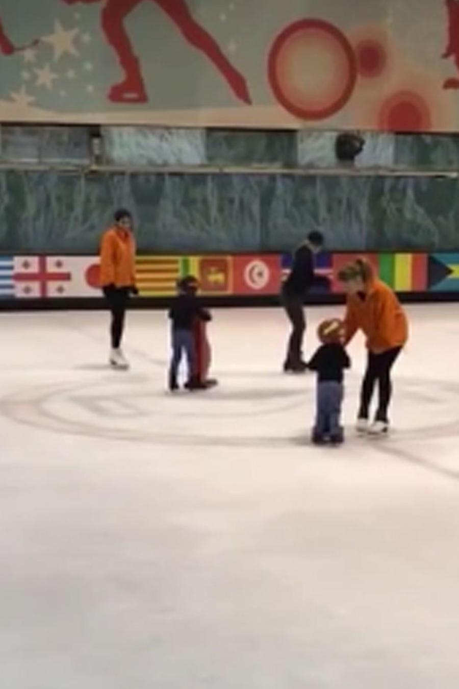 Sasha y Mlian patinando