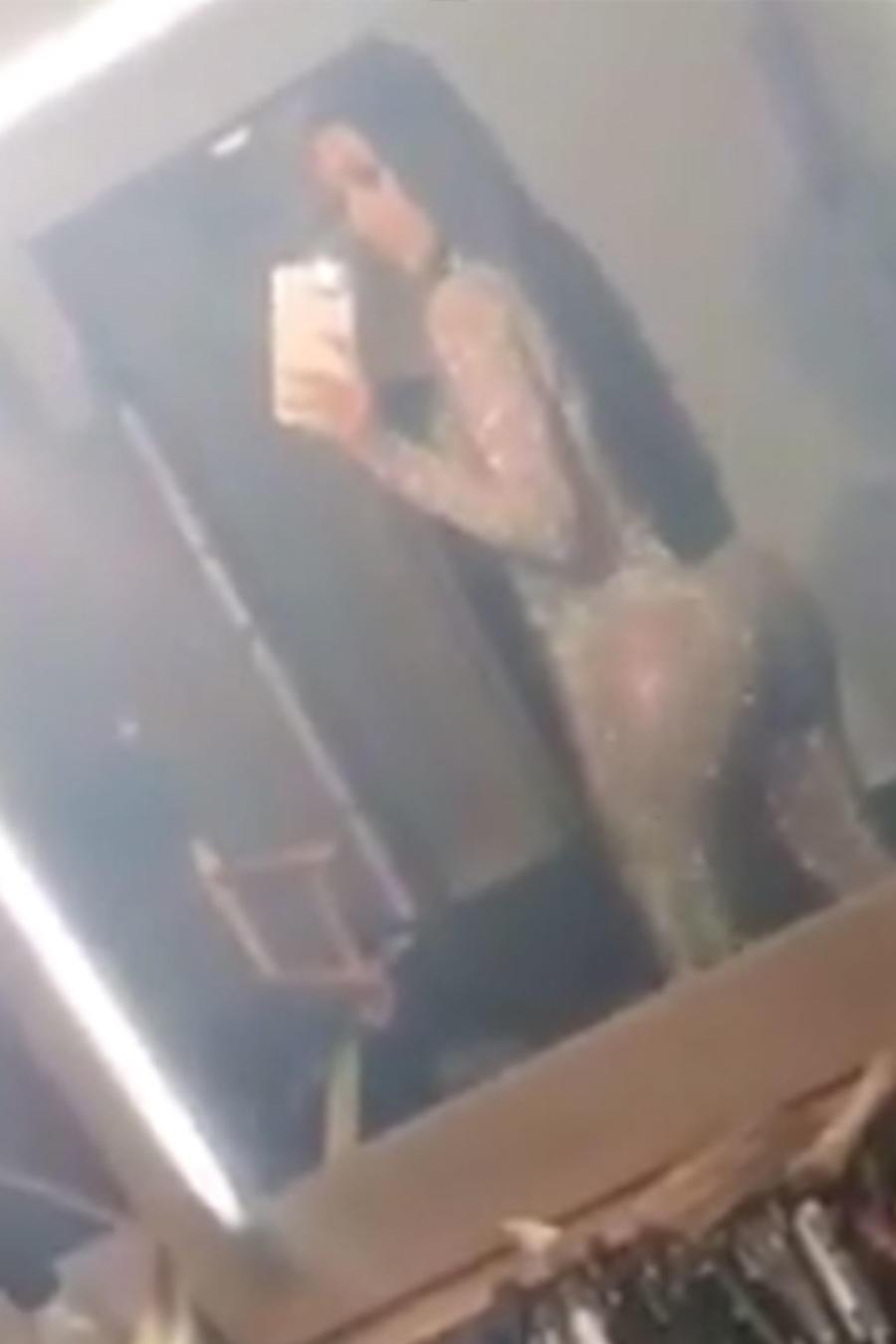 Kim Kardashian en jumpsuit brillante