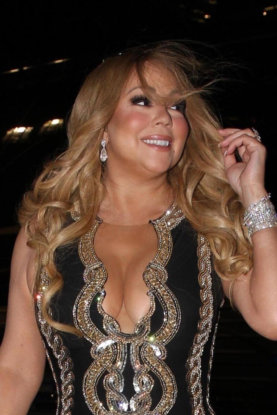 Mariah Carey con vestido negro con dorado