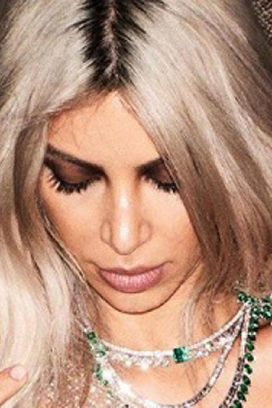 Kim Kardashian con vestido transparente