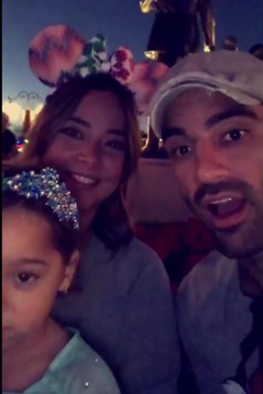 Adamari López con su familia en Disney