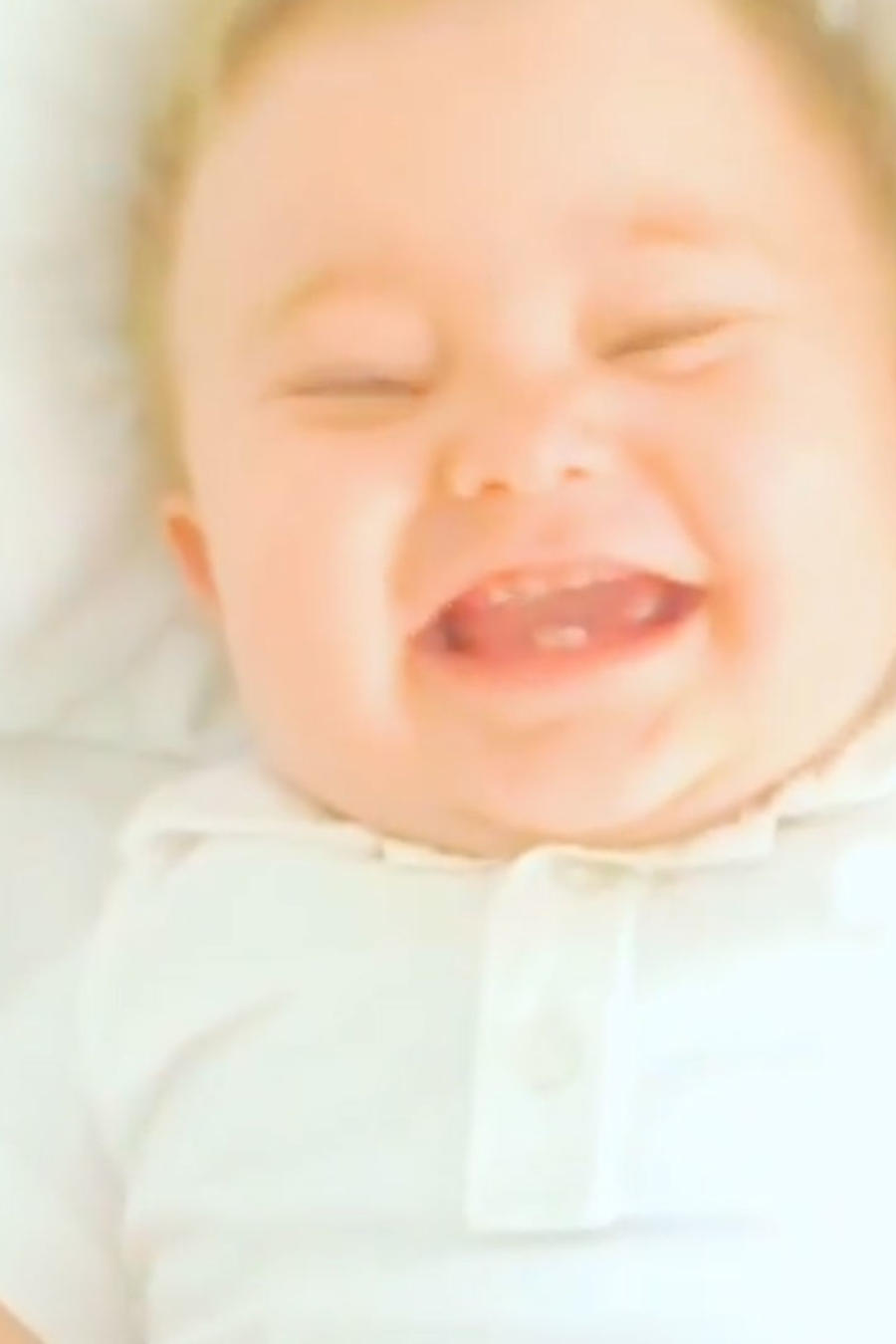 Mira las carcajadas del bebé de Anahí
