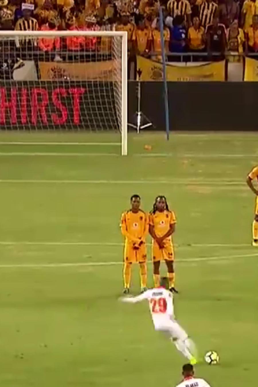Futbolista anotó un gol similar al de Roberto Carlos