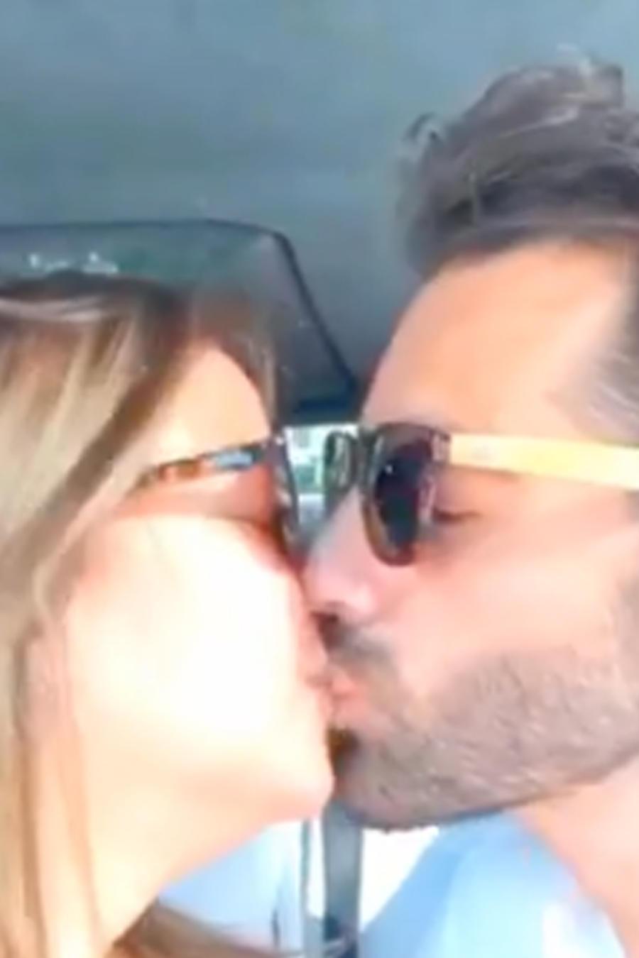 Toni Costa besando a Adamari López