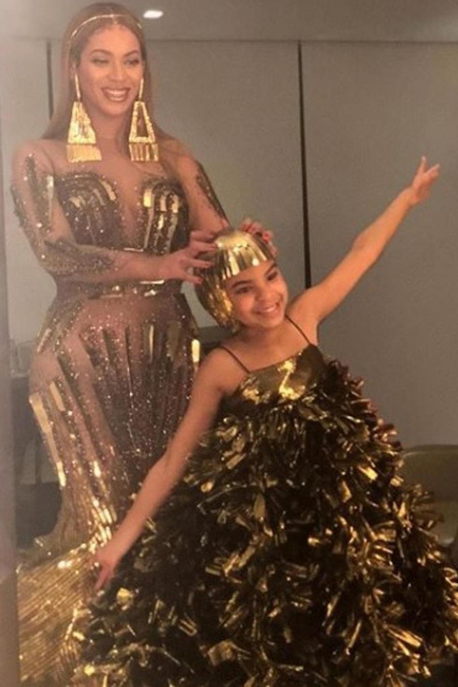 Beyoncé y Blue Ivy con outfits combinados