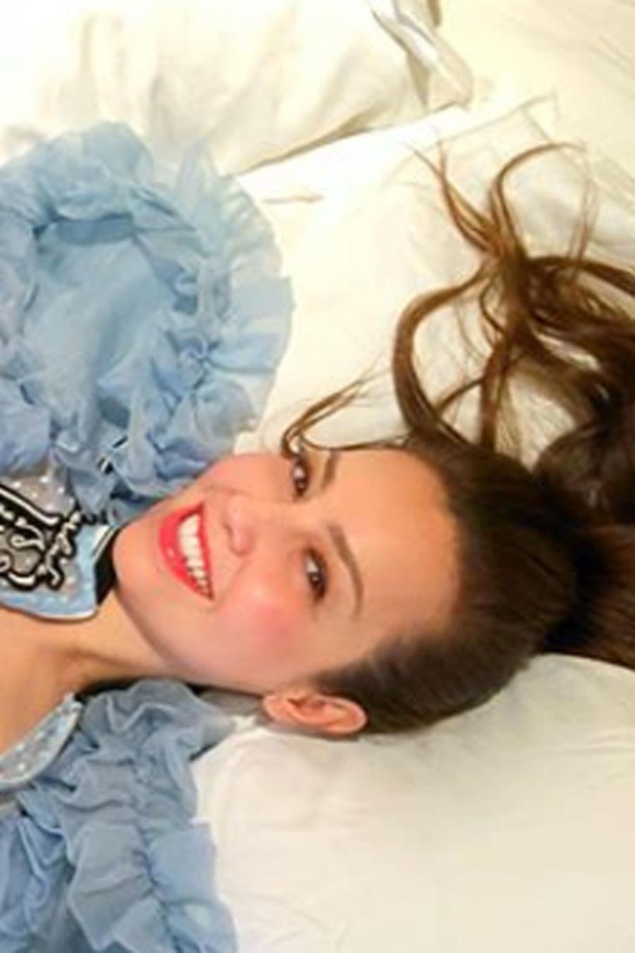 Thalía posando en pijama