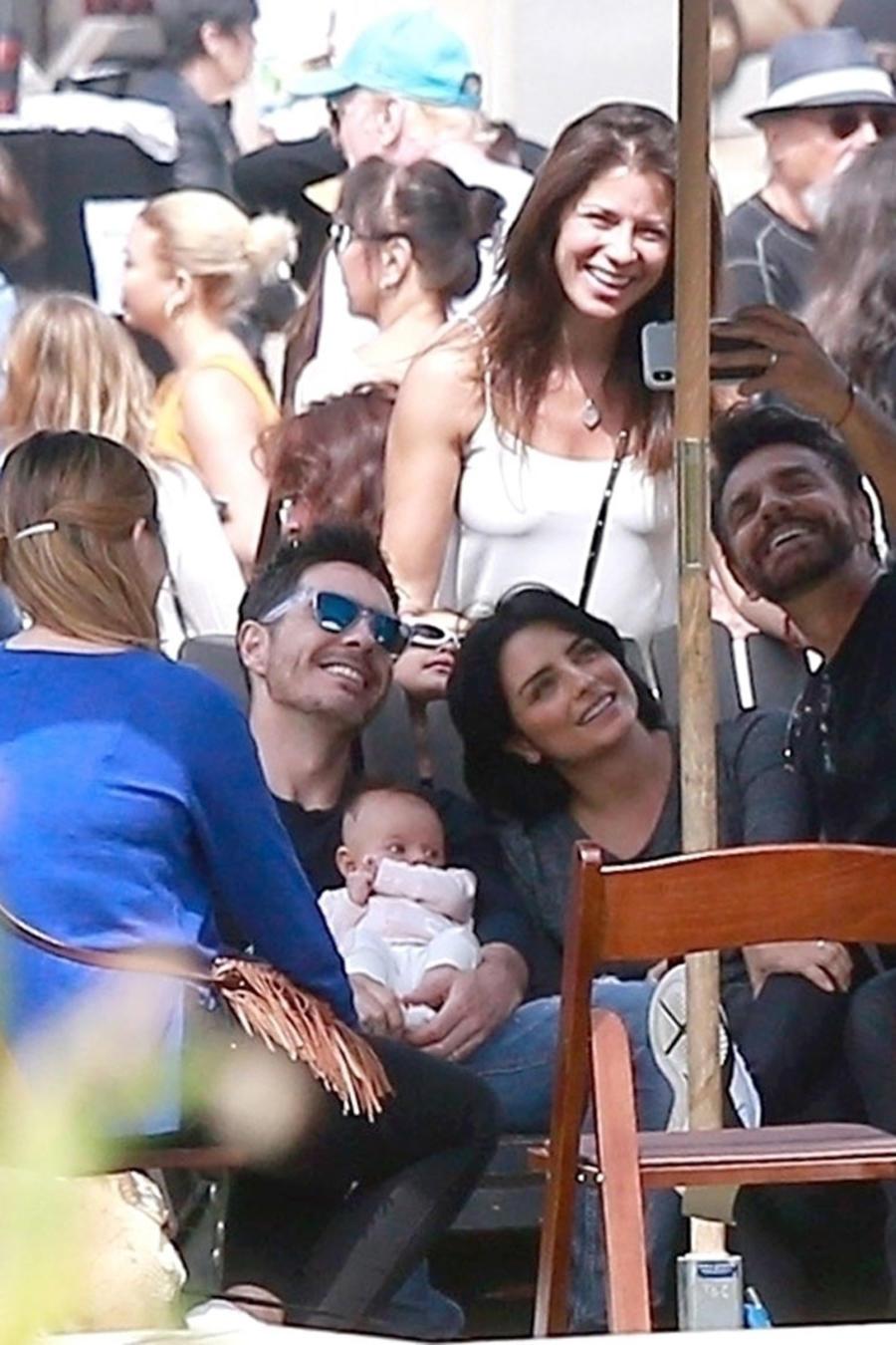 Familia Derbez selfie
