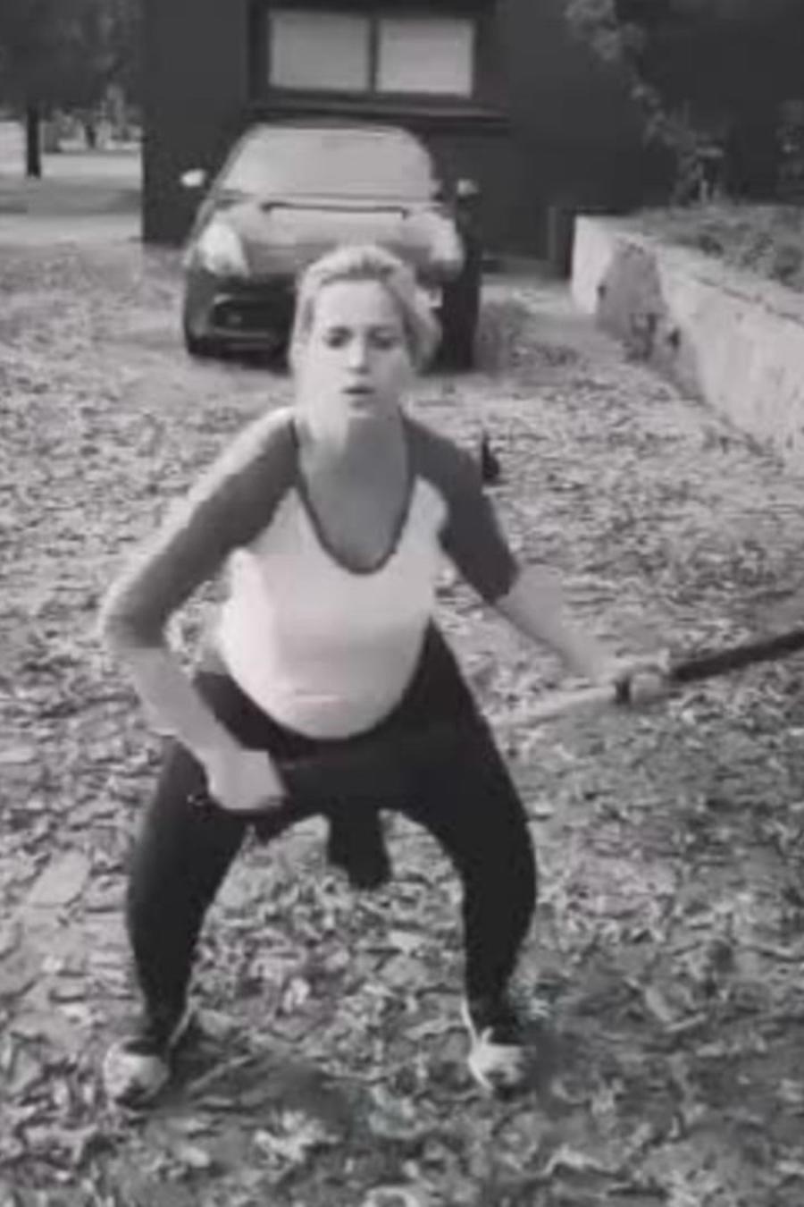 Luisana Lopilato haciendo ejercicio