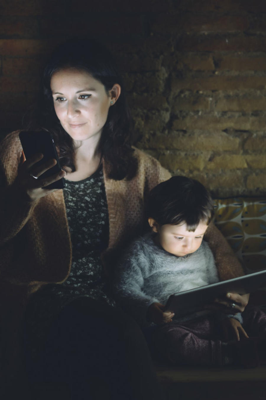 Estudio revela que luz de celular te hace ciego