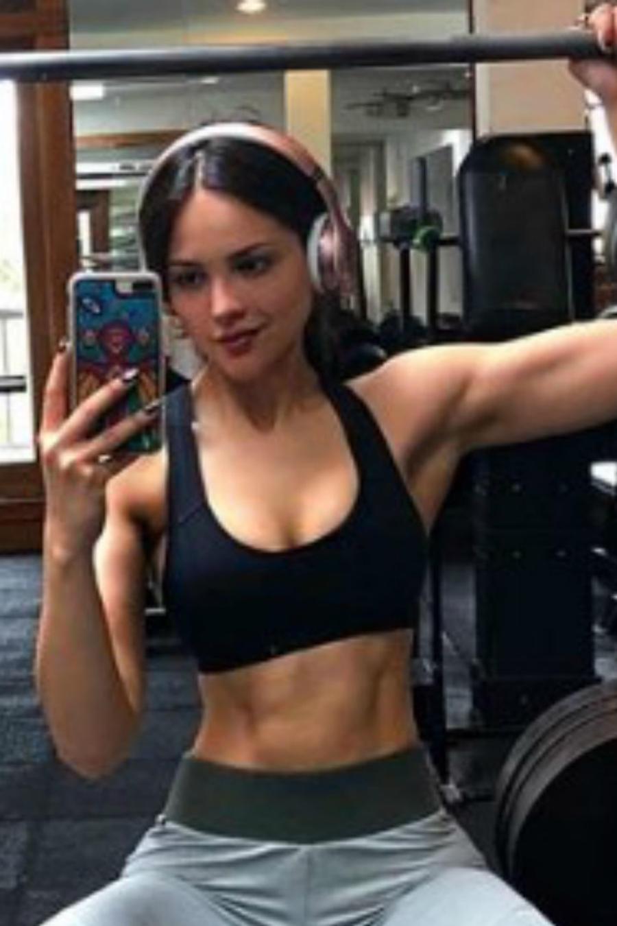 Eiza González en el gimnasio