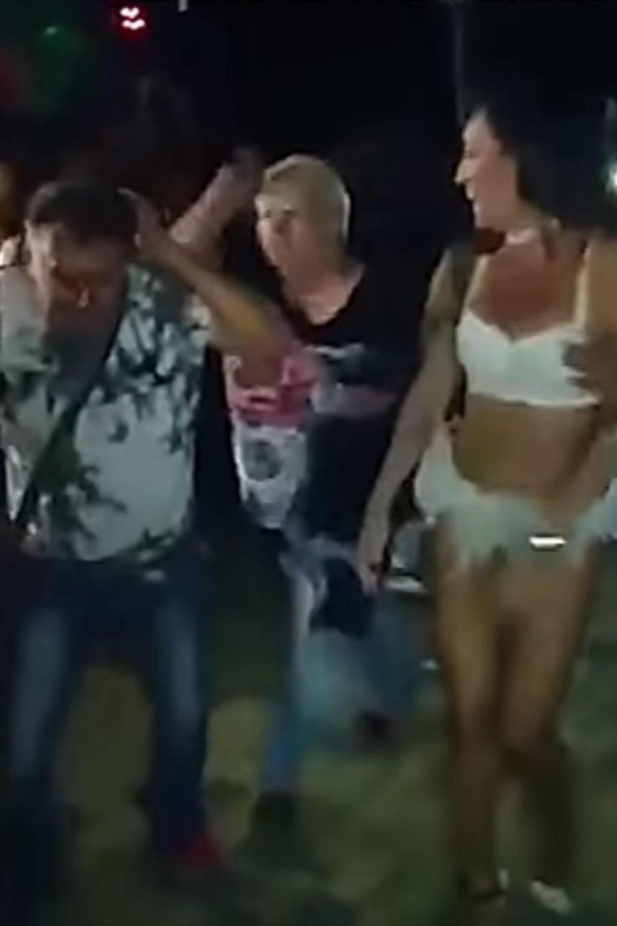 esposa golpea a marido