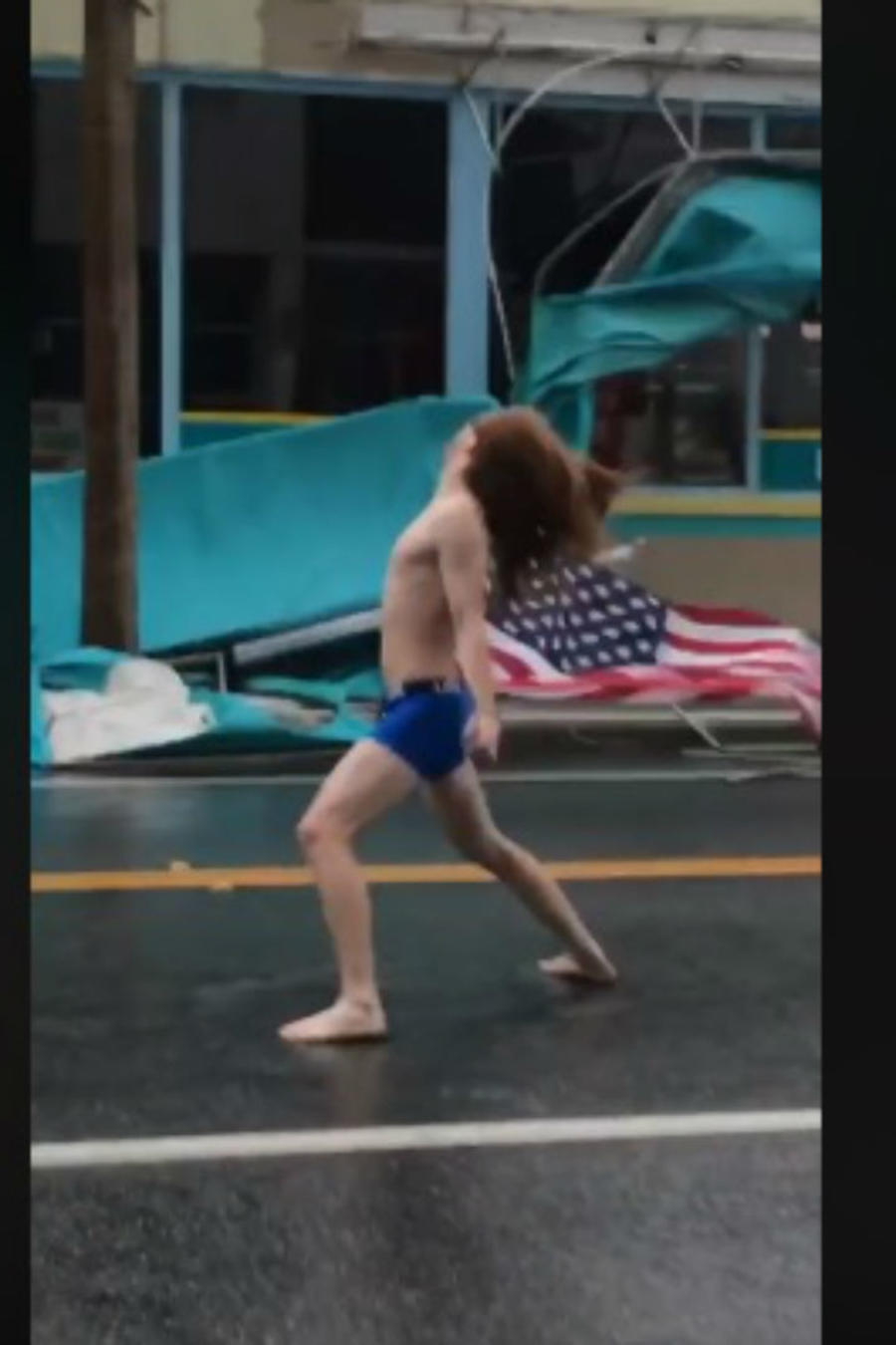 Hombre reta a huracán
