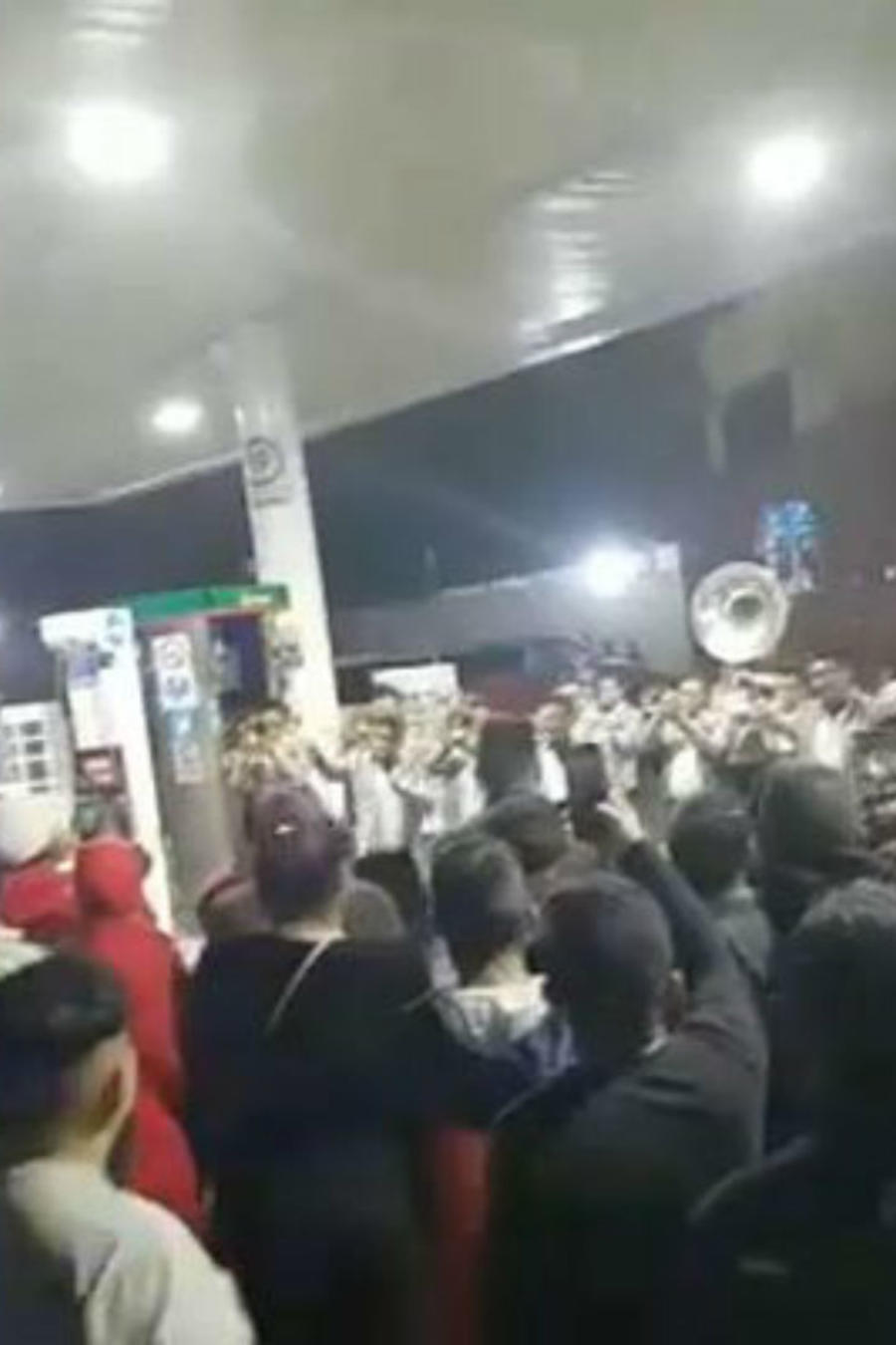 Fiesta  en gasolinera