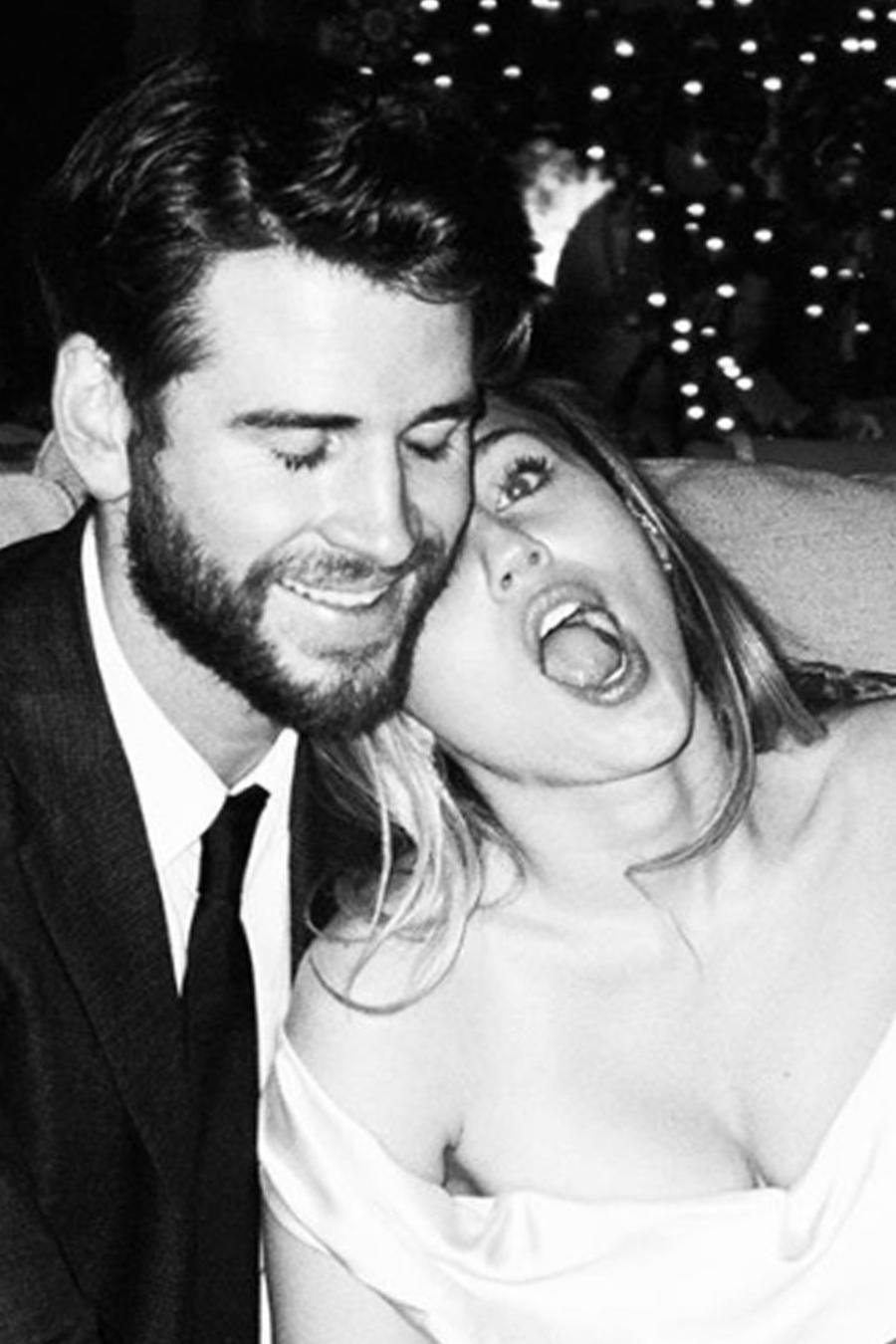 Miley Cyrus y Liam Hemsworth el día de su boda