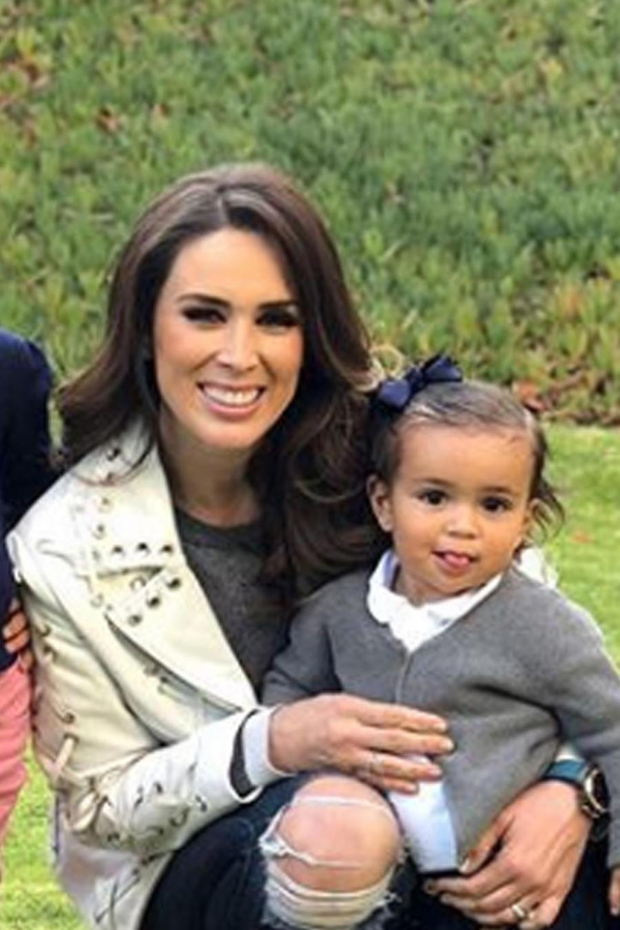 Jacky Bracamontes con su familia