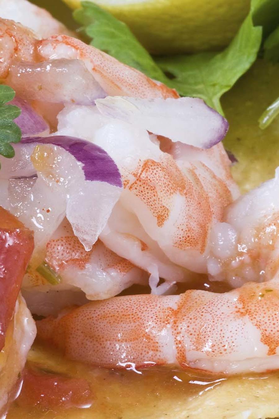 Auténtico ceviche de camarón ecuatoriano