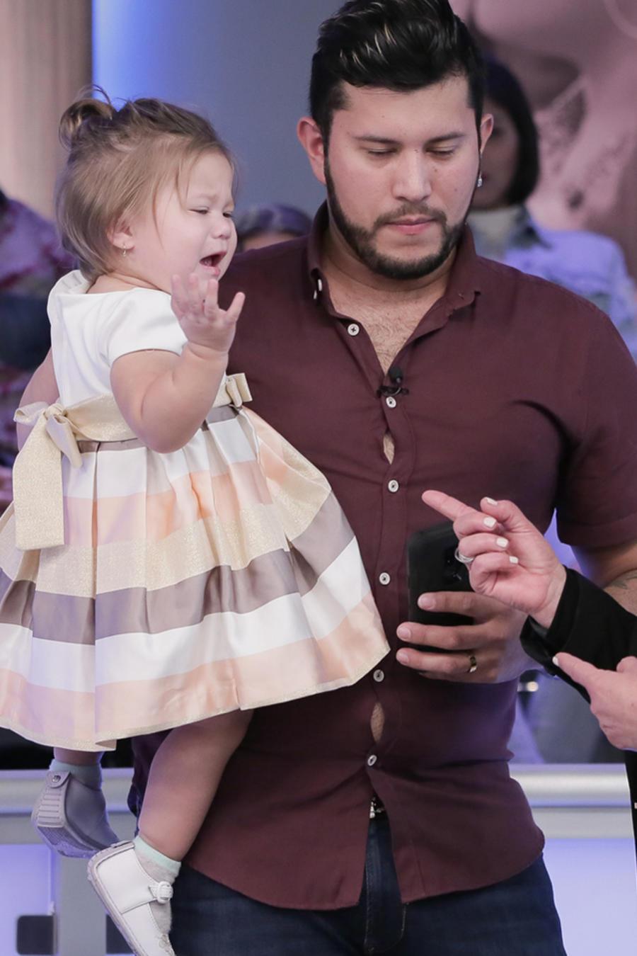 Bebé adicta al celular