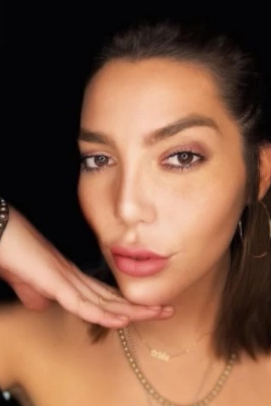 Frida Sofía mostrando su rostro