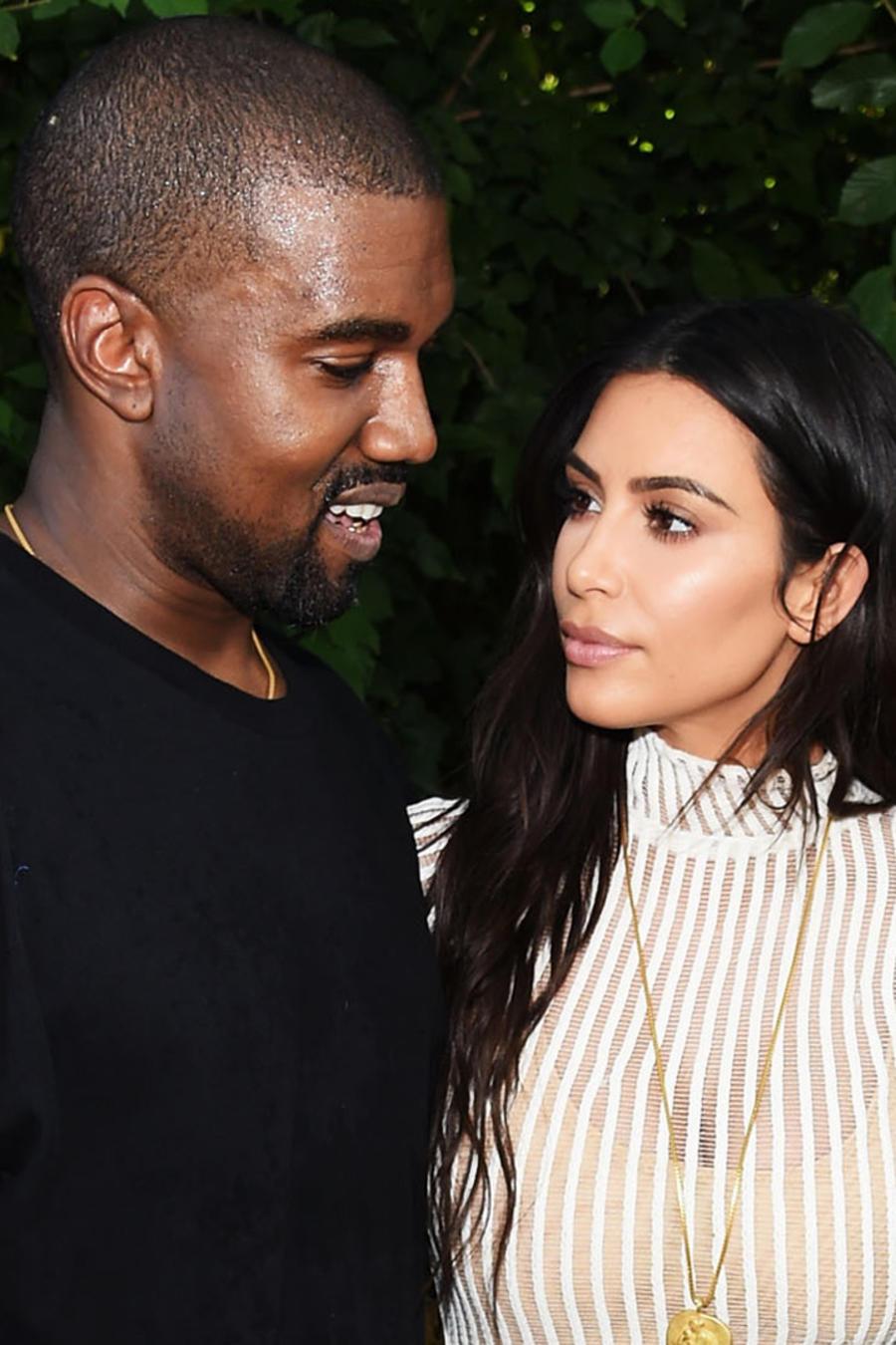 Kanye West y Kim Kardashian en el Kanye West Yeezy Season 4 fashion show en septiembre de 2016 en la ciudad de Nueva York