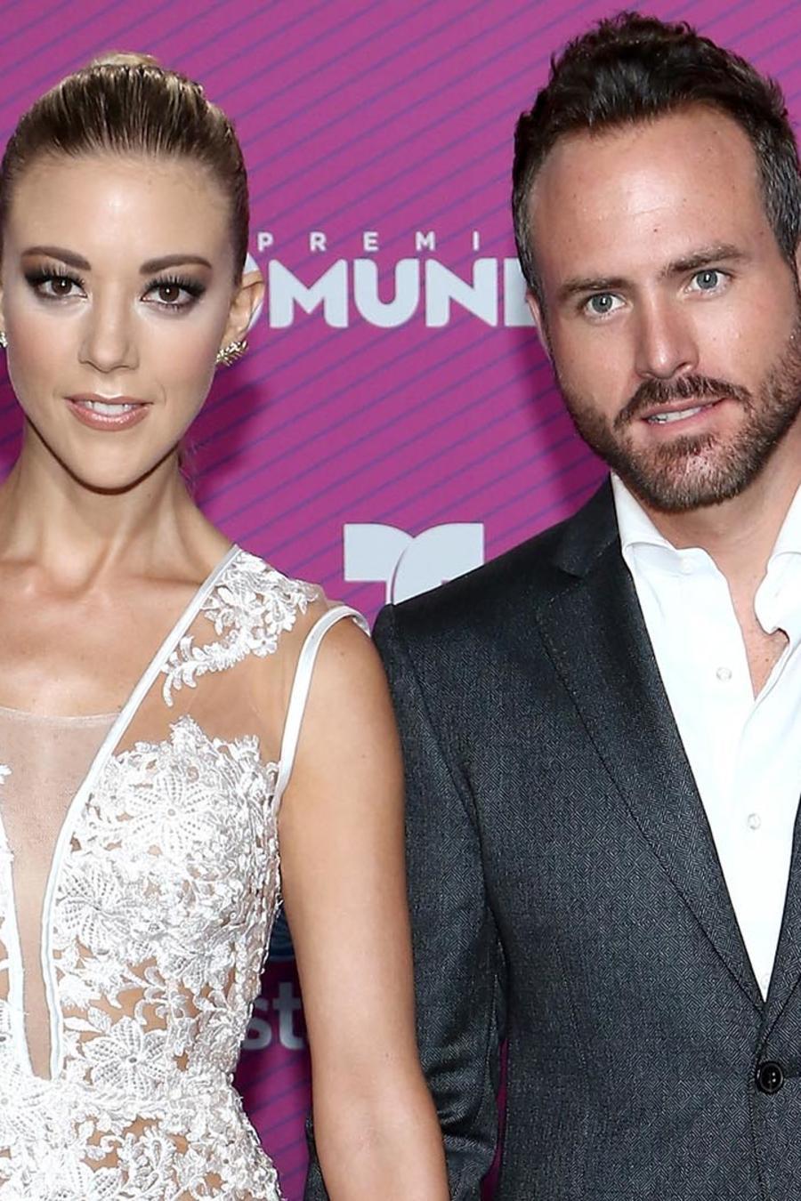Fernanda Castillo y Erik Hayser en alfombra roja de Premios Tu Mundo Awards
