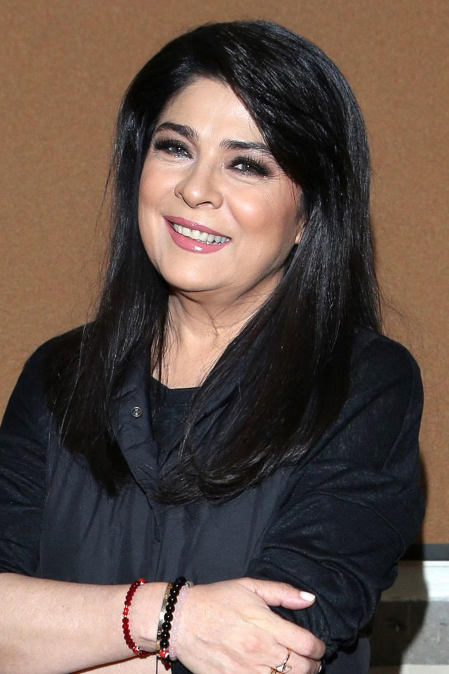 Victoria Ruffo en el inicio de grabaciones de una novela en México