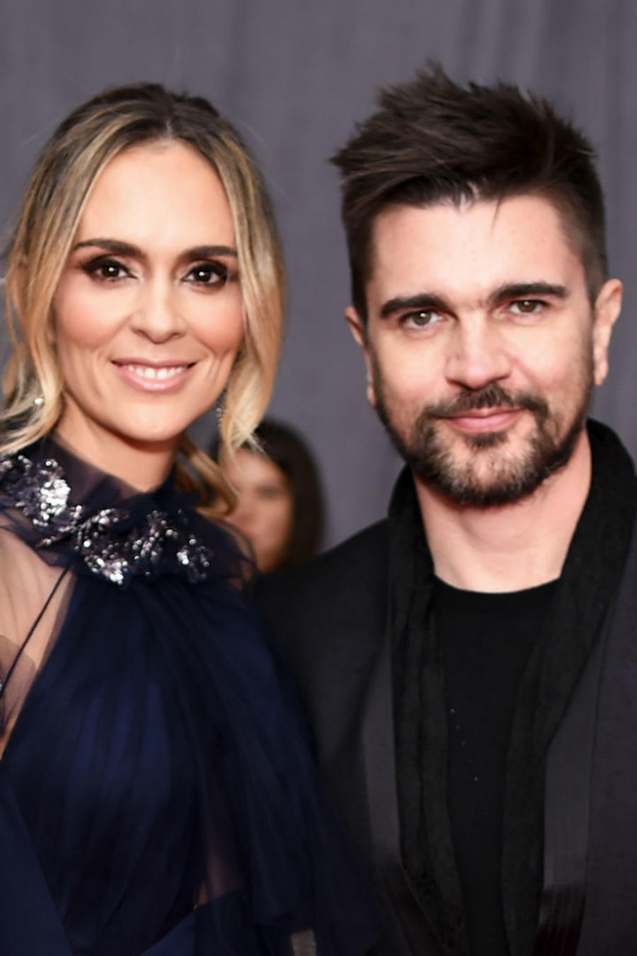 Juanes y Karen Martínez en Grammys 2018