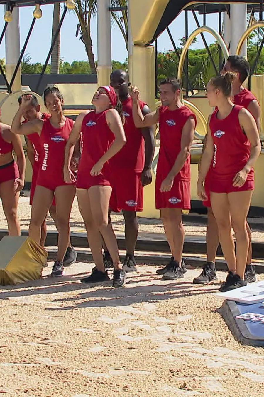 Team Famosos haciendo una porra en el circuito dorado