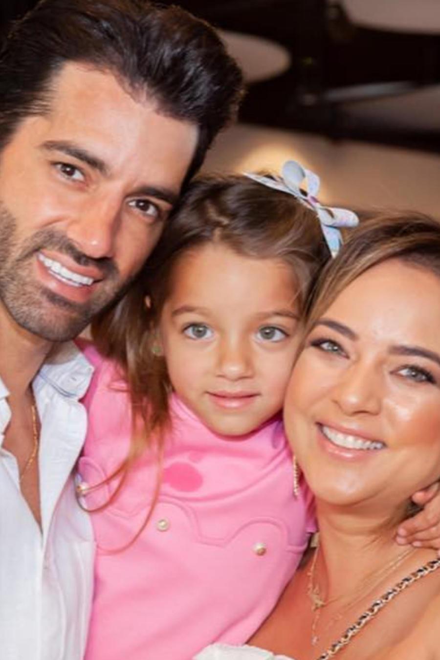 Adamari López y Toni Costa en la fiesta de cumpleaños de Alaïa