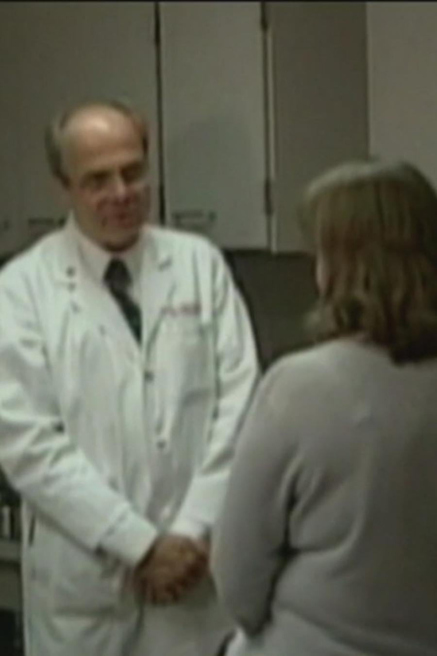 Mujer visita un consultorio médico
