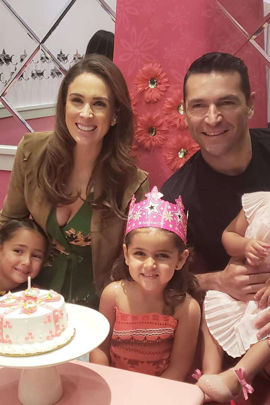 Jacqueline Bracamontes con su familia