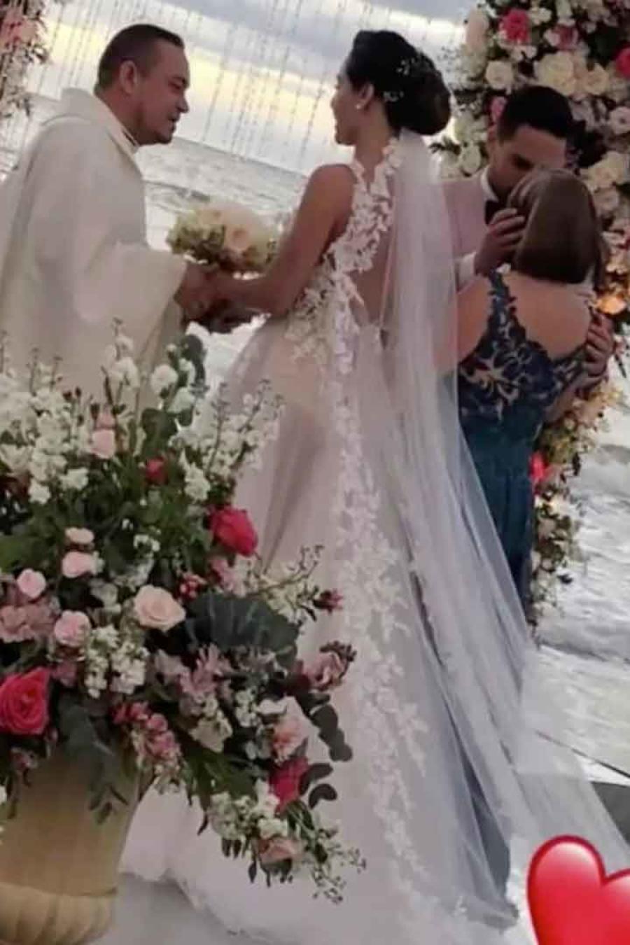 Carmen Villalobos casándose con Sebastián Caicedo