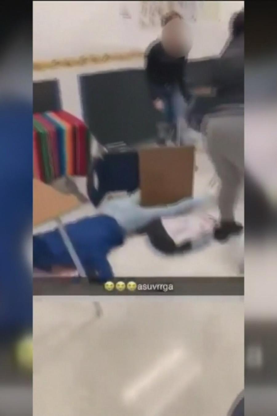 Maestra le da golpiza a estudiante