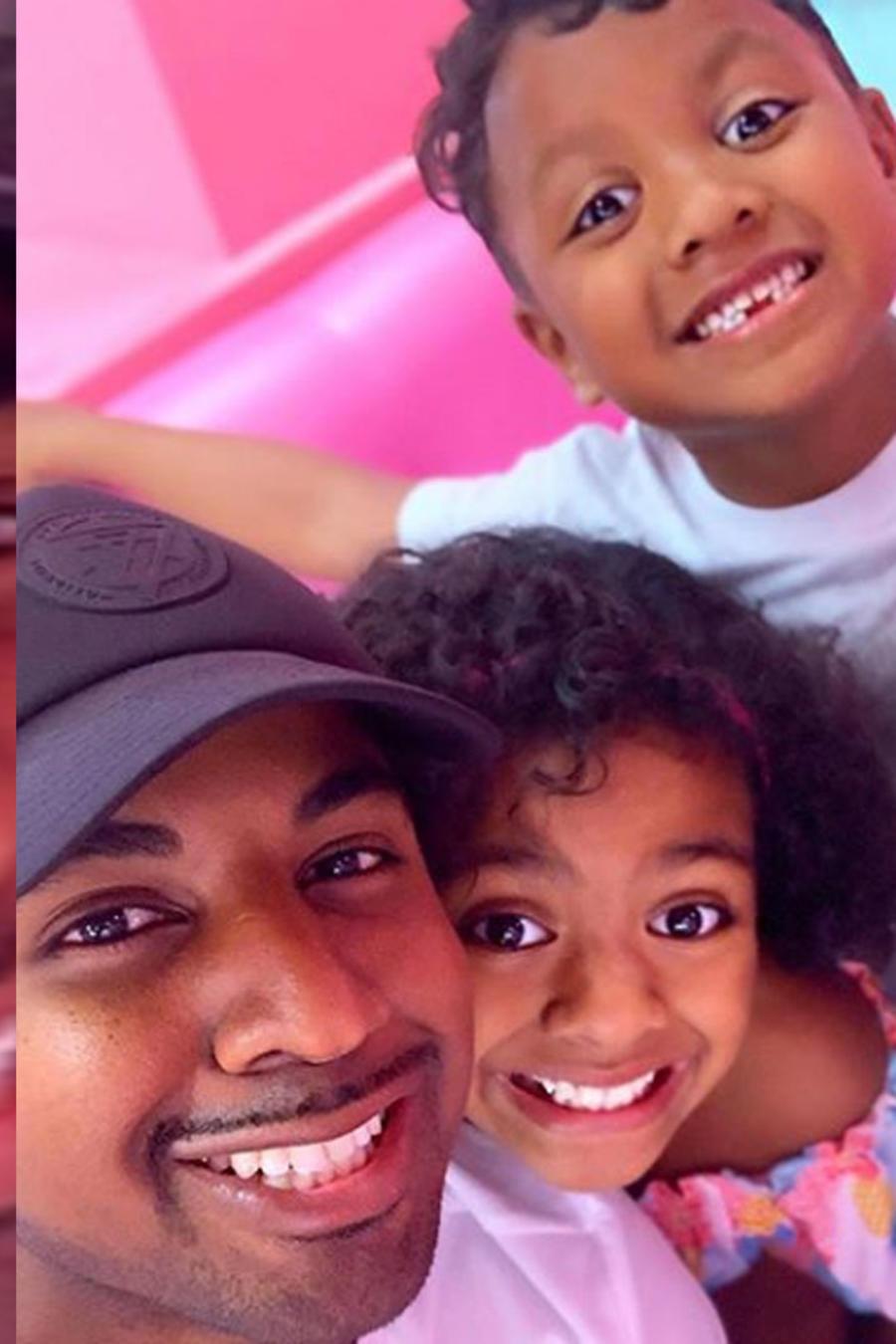 Maurice Monroe con su familia