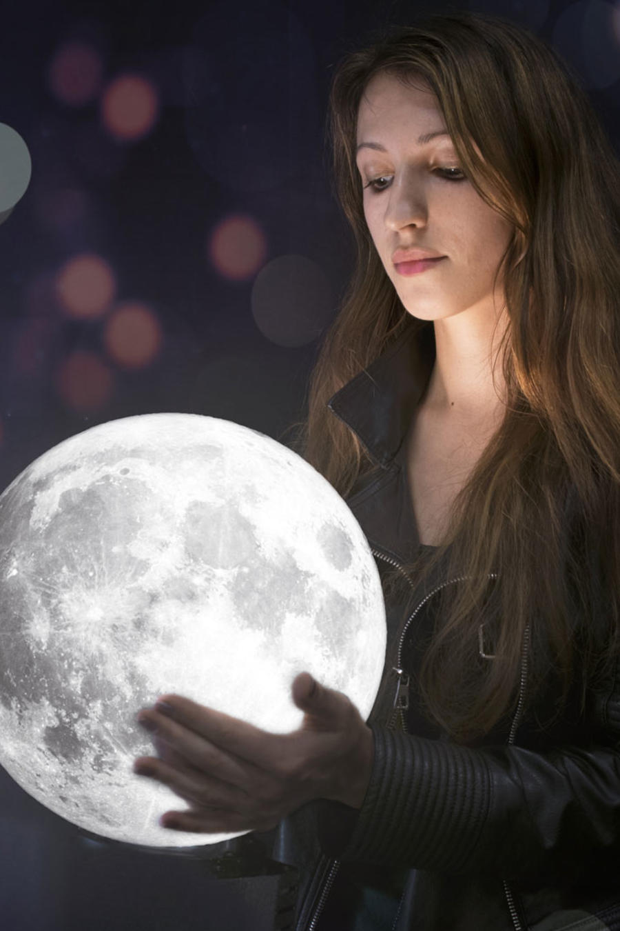 Mujer y luna llena