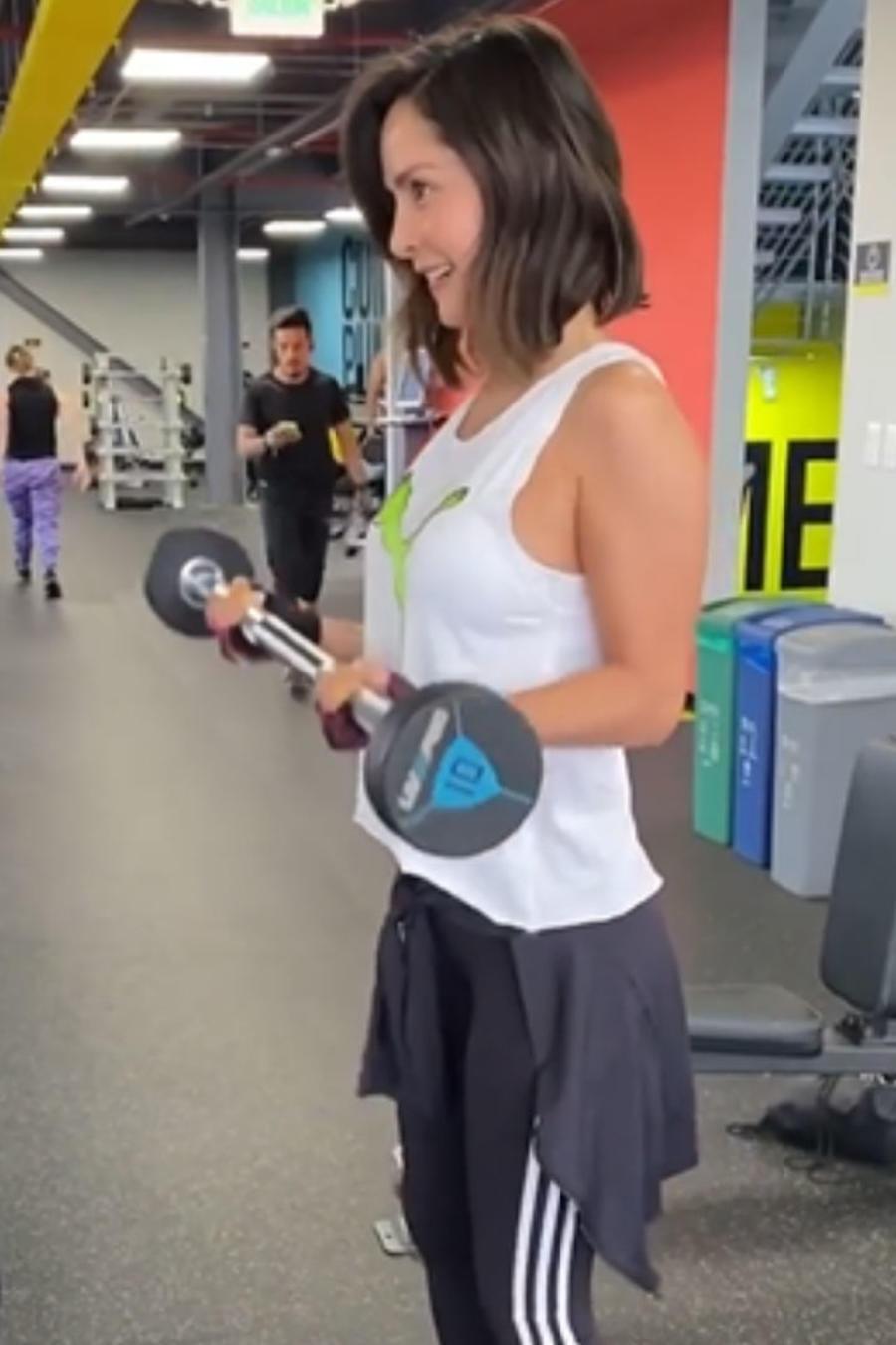 Carmen Villalobos haciendo ejercicio