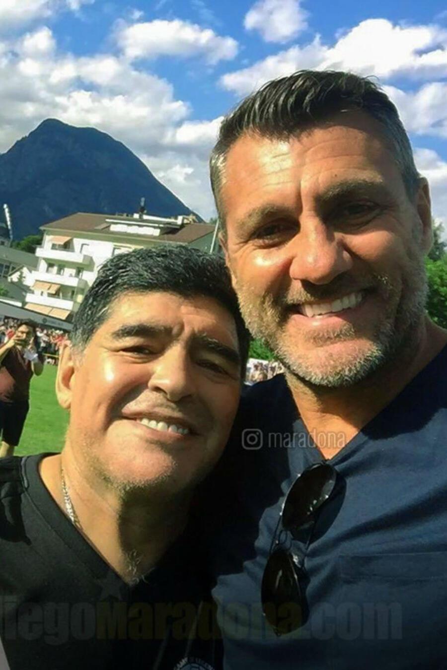 Diego Maradona y Paula Abdul