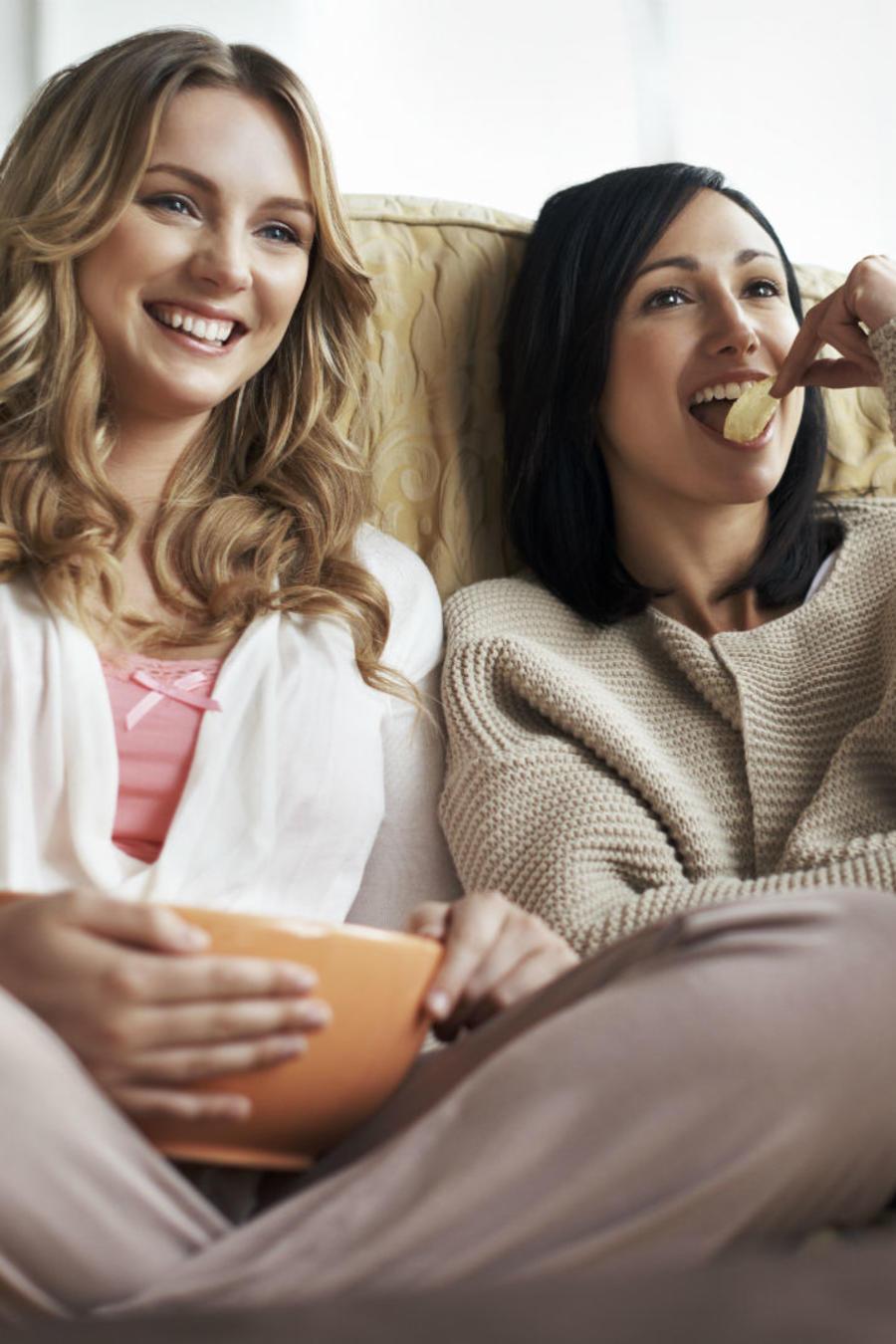 Mujeres en un sofá