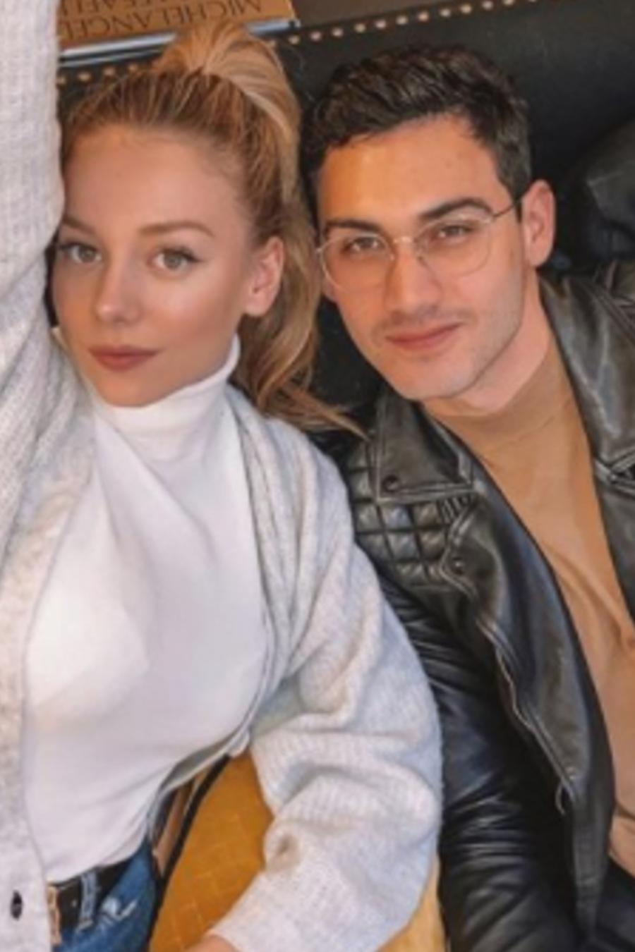 Alejandro Speitzer y Ester Expósito juntos