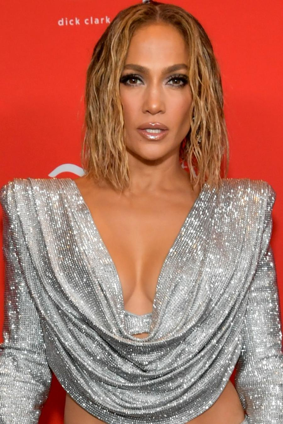Maluma y Jennifer Lopez en American Music Awards 2020
