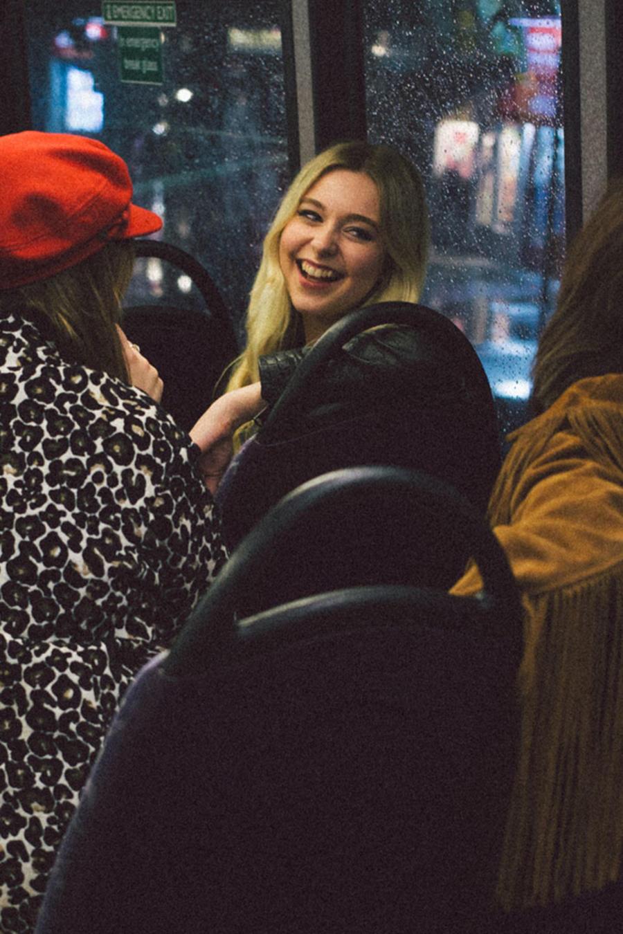 Adolescentes en autobús