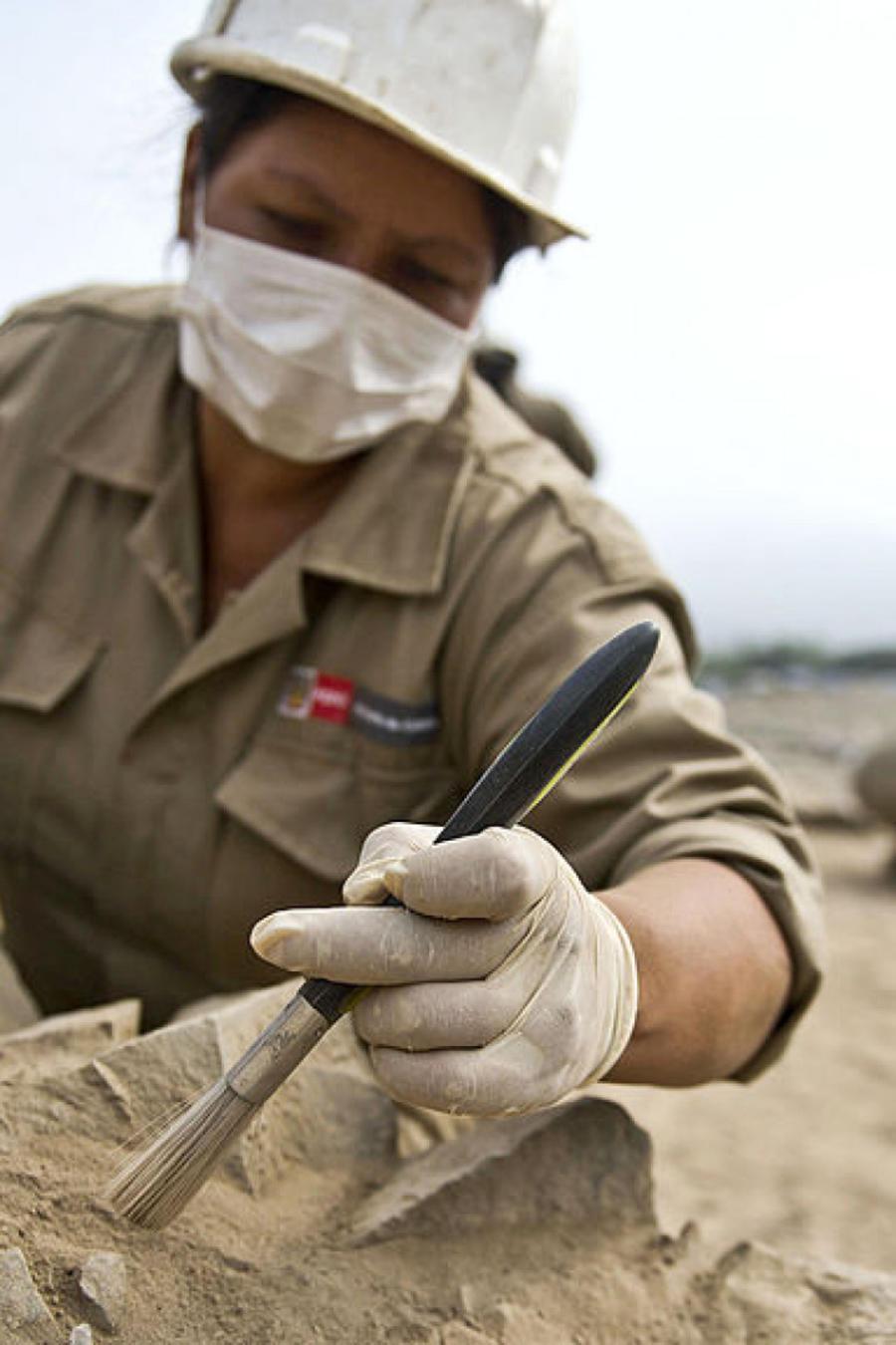 Arquélogos en Caral, Perú