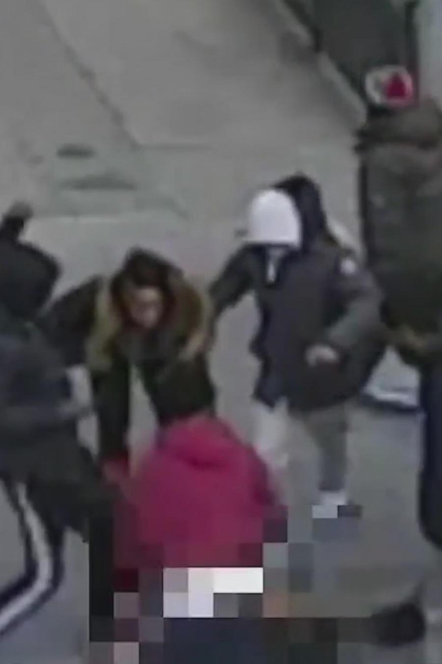 Ladrones golpean y desnudan a un sujeto en Nueva York