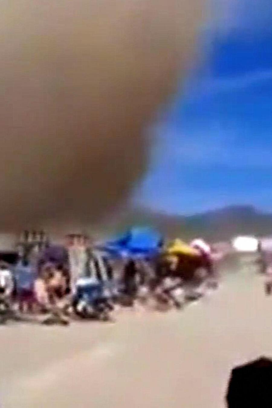 Remolino arrasa con los puestos de un mercado en México